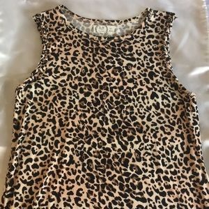 Leopard print sleeveless shirt